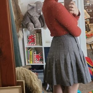 Navy and white pleated houndstooth skirt
